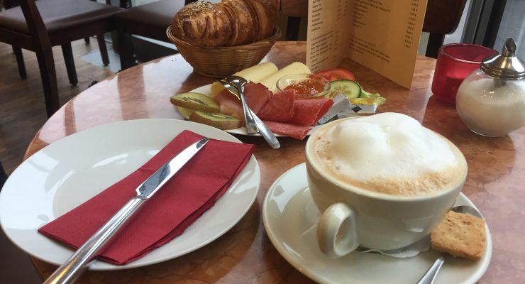 Frühstück im Café Élysée in Hannover