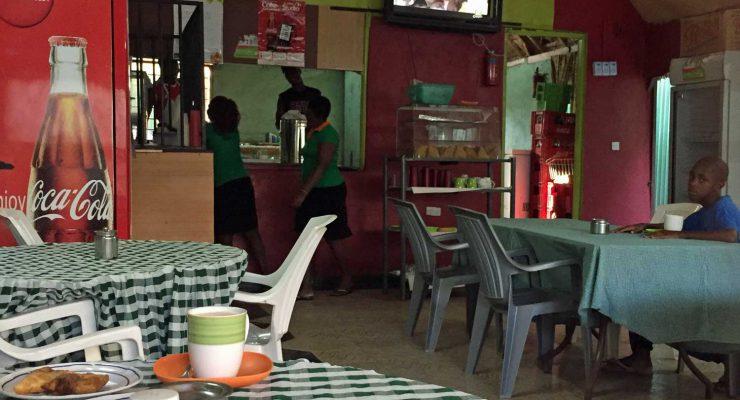 Frühstück im Café Green Park in Lodwar, Kenia
